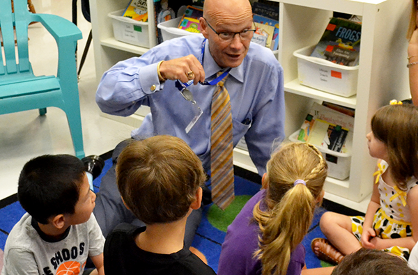 dr. tom leonard with elementary students